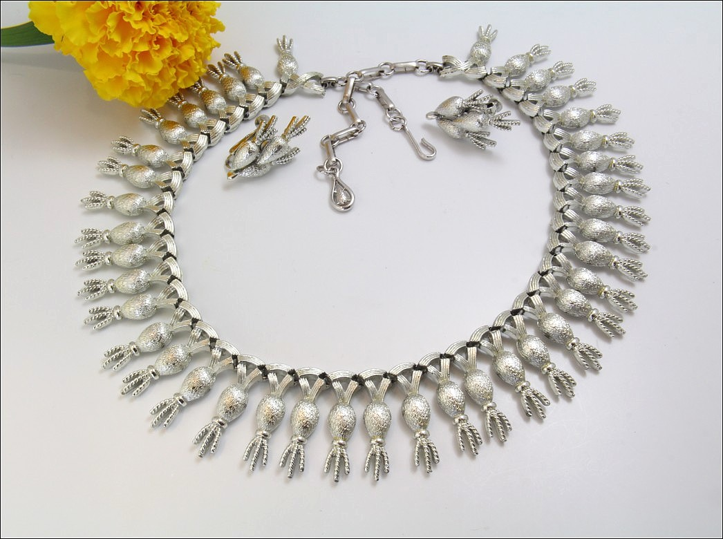 Capturing Beauty Designer Signed Necklace Parures Coro S