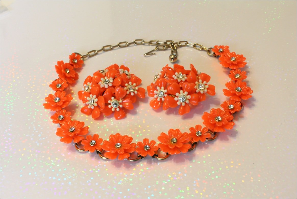Enjoy A Vintage Wood Bead Jewelry Necklace Or An Antique
