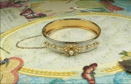 Clamper bangle with pearls