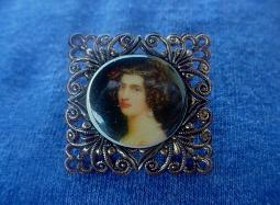 Portrait of a Victorian Lady Antique Brooch