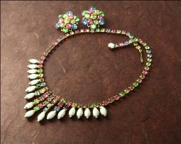 Hello Spring and Summer with great colors in this necklace set