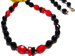 Black Facet Sets Alternate with Red Sets | Necklace