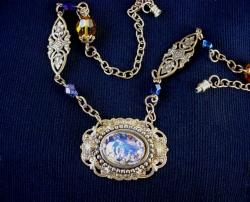 Collectible Vintage Neckace With Foil Glass Pendent