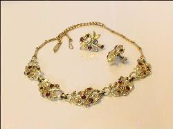 Perfect Complement | Vintage Necklace Parures at Teresa's