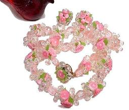 Vintage Lucite Floral Necklace | Impressingly Pretty