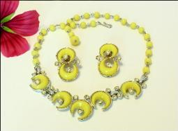 Vintage Kramer Necklace and Earrings Yellow Thermoset