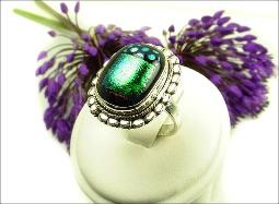 Such great colors in this costume jewelry ring. Size 8.5