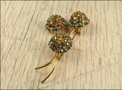 Brooch, 3 flowers, each flower has 5 rows of stones giving each one height