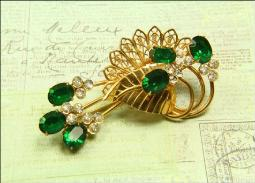 This brooch also has a hook style clip on the back that can attach to your lapel